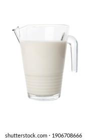 carafe de lait ou de jus isolée et découpée sur fond blanc. tournage horizontal en studio