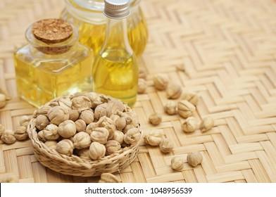 cardamom oil with cardamom
