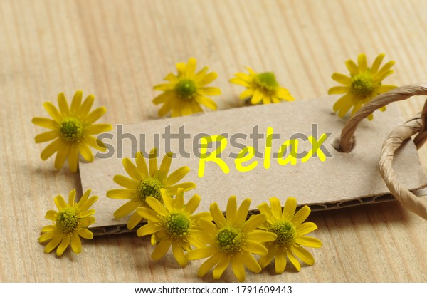 cardboard-yellow-blossoms-relax-600w-179