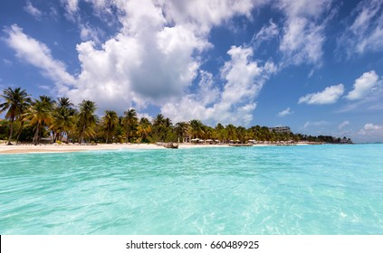Caribbean paradise beach with turquoise waters: North Beach in Isla Mujeres, Mexico