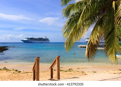 Caribbean sea, Grand cayman, cruise ship on the background