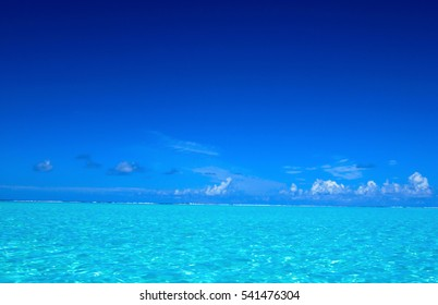 Caribbean sea surface summer wave background