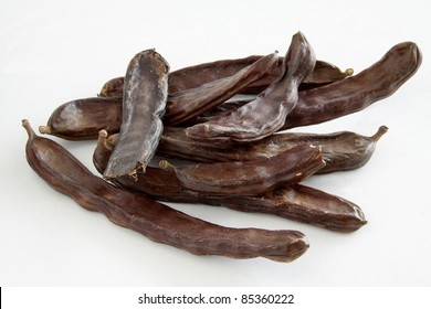 carob pods as sweet condiment to cake