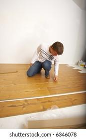 Carpenter laying laminate floor