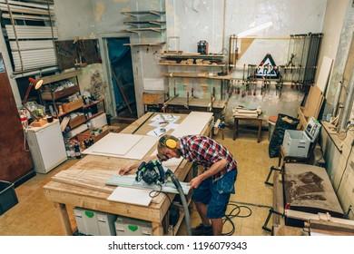 carpenter using  a mowing saw