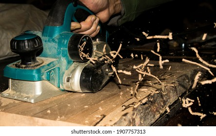carpentry knife machine working throwing wood chips