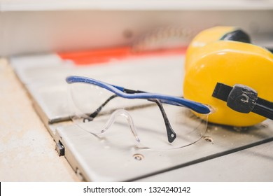 Carpentry workshop - protection of sight and hearing when working on machine tools in production