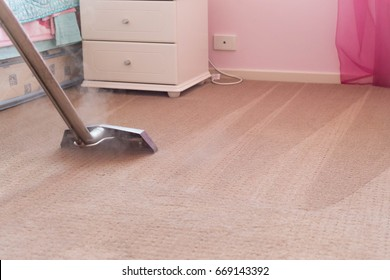 Carpet Steam Cleaning - Professional Carpet Cleaning of a Bedroom