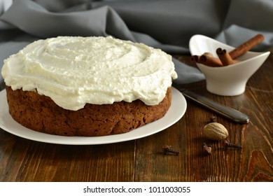 Carrot cake with walnuts covered with cream