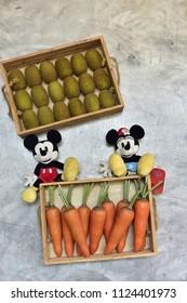 Im 225 Genes Fotos De Stock Y Vectores Sobre Mickey