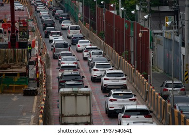 Cars are moving slowly due to traffic jams caused by road construction. (Seoul, Korea. Sept. 5, 2020)