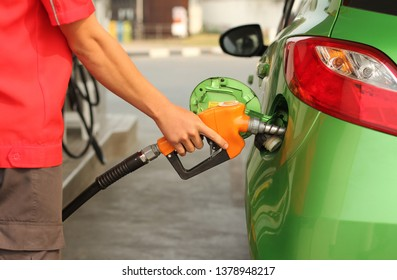 Cars that are refueling at oil stations