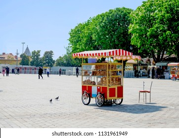 the cart that sell traditional Turkish bagels on the street