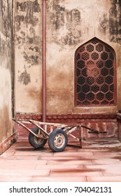 Cart and window in Agra Fort