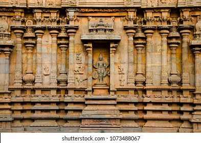 Carved idol on the inner wall of the Brihadishvara Temple, Thanjavur. Hindu temple dedicated to Lord Shiva, it is one of the largest South Indian temple, built by Raja Chola I between 1003 and 1010 AD