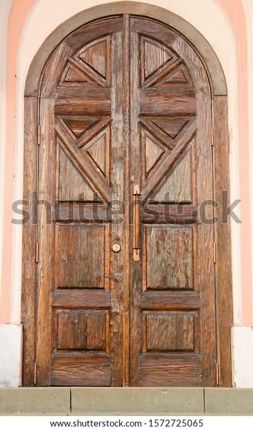 carved-wooden-double-door-geometric-600w