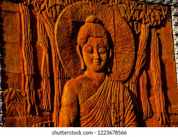 The carving of the Buddha is admirable and faithful.