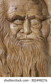 Carving in wood, with warm colors and soft, of Leonardo Da Vinci.