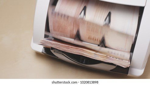 Cash money machine for counting Hong Kong dollar