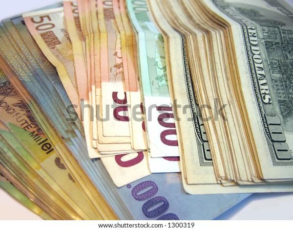 Cash, Romanian LEI, EUROS and USD.
