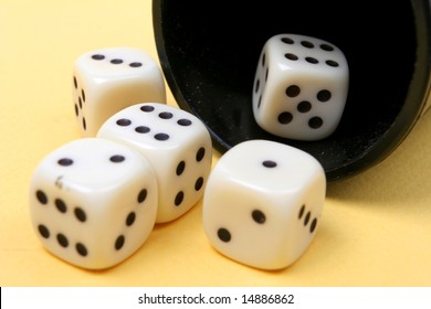 Casino dice in a hat â?? craps