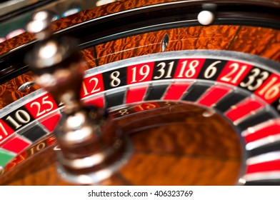 Casino roulette with both the wheel and the ball spinning