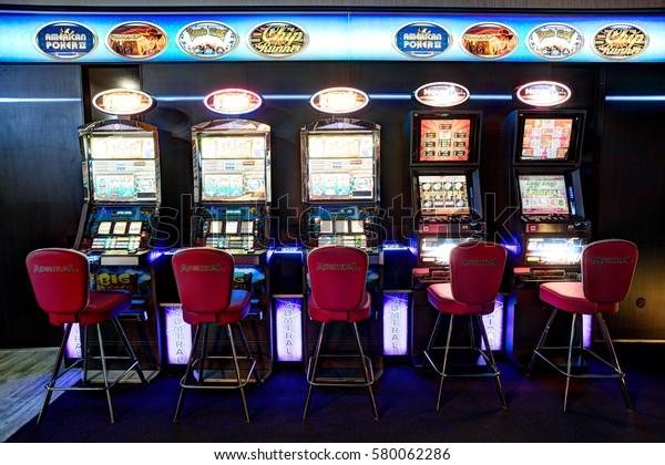 Казино слот адмирал покер онлайн на деньги на айфон