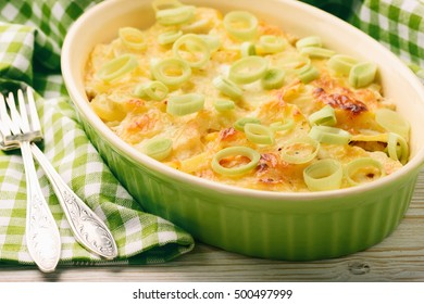 Casserole with chicken, potatoes, leek and cheese.