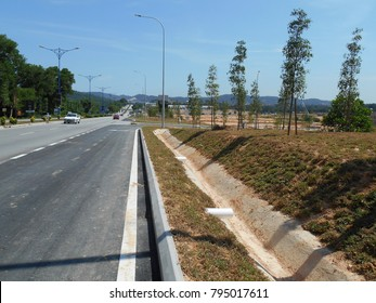 Cast in-situ road side drain use to channel rain water from street to the monsoon drain or bigger drain.