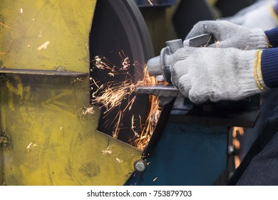 cast iron grinding by an abrasive stone ; sparks