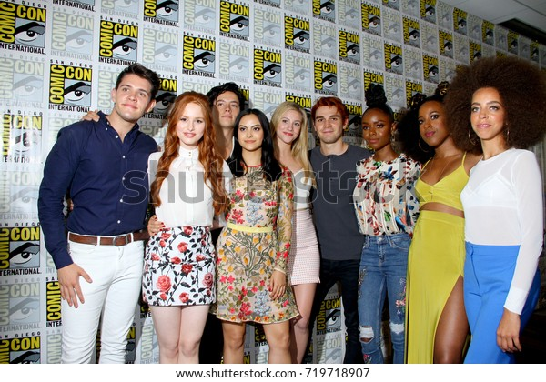 Cast Riverdale Arrives 2017 Comic Con Foto De Stock Editar Ahora 719718907 Vítor and albertano pursue the same objective, to obtain a place where to live and, very to their regret. https www shutterstock com es image photo cast riverdale arrives 2017 comic con 719718907