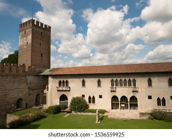 Castelvecchio, Verona Old Town - Verona is a magical city, a city of romance and history. Verona, Italy