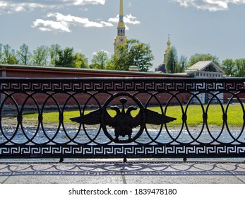 Cast-iron embankment fence with a double-headed eagle. The heart of old Saint Petersburg.