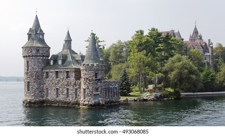 Castle of the 18th century on the island of St. Lawrence River, between the United States and Canada.