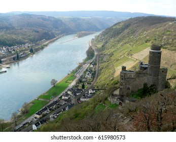 castle Maus and the town of Kestert in the romantic rhine valley