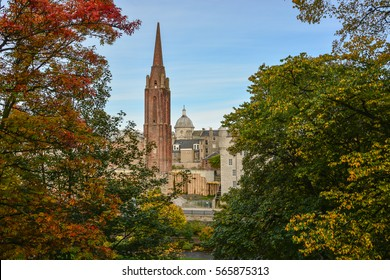 Castle, town and colourful autumn forest in Aberdeen, Scotland