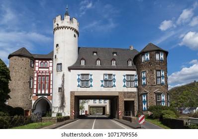 Castle of the von der Leyen Kobern-Gondorf on the Moselle.