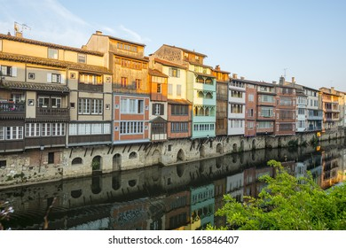 Castres (Tarn, Midi-Pyrenees, France), old houses along the river