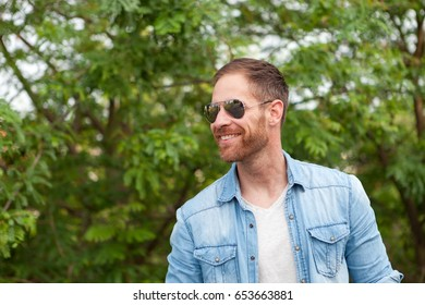 Casual guy with a sunglasses relaxed in a park