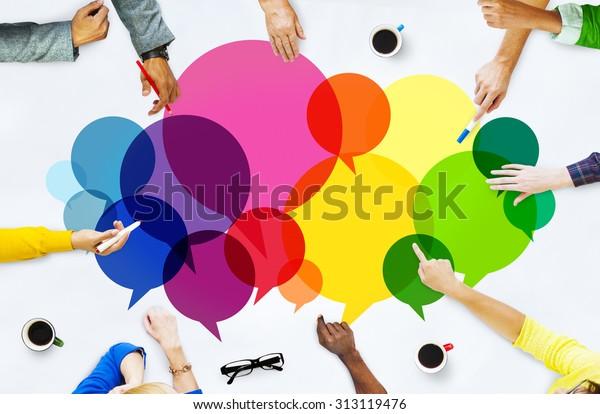 Concepto de comunicación del mensaje del pueblo local