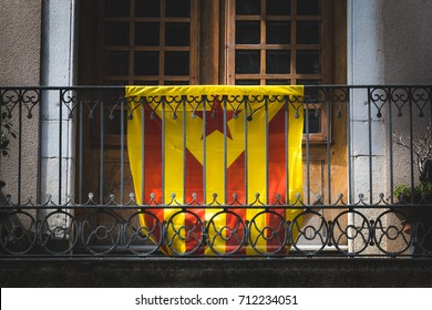 Catalan people exhibit their desire of independance Catalan people will vote soon for an independent Catalonia.