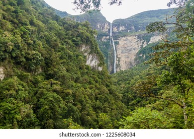Catarata de Gocta, one of the highest waterfalls in the world (771 m in two cascades), northern Peru.