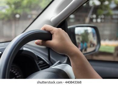 catch the steering wheel
