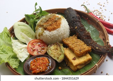 Catfish is fried and served with chili sauce