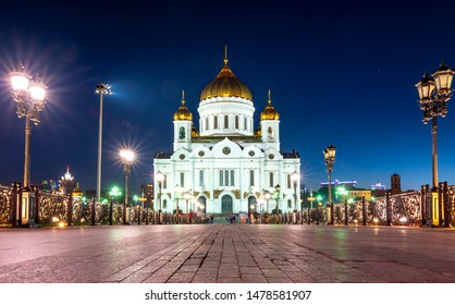 Cathedral of Christ the Savior (Khram Khrista Spasitelya) at night, Moscow, Russia