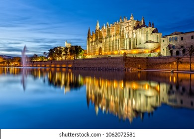 Cathedral La Seu in Palma de Mallorca in the Evening