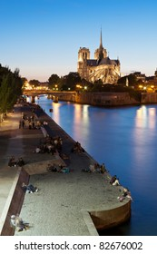 The cathedral of Notre-Dame in the background and the quai de la Tournelle in the foreground