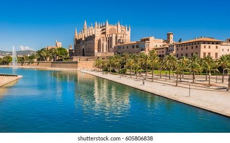 Cathedral of Palma de Majorca and Park de la Mar at the historic city center, Spain Mediterranean Sea island.