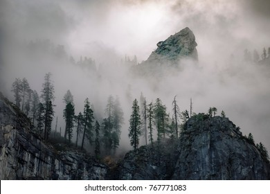 Cathedral Rocks. Fog in Sequoia National Park. Fog. Sunrise. Nov 2017