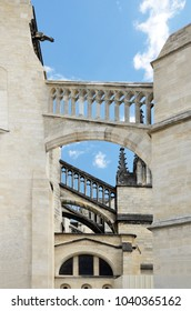 The cathedral of Saint Andrew is the most beautiful religious monument in Bordeaux.